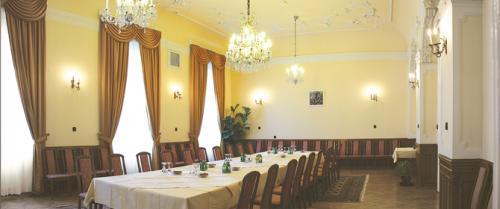 Duna-Palota-emeleti-terem-1